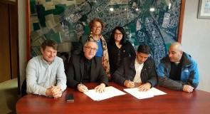 التوقيع على اتفاقية عقد الشراكة والتوأمة بين بلدية افيون الفرنسية وبلدية قصرة
