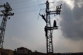 انقطاع الكهرباء عن البلدة بسبب حرق فيوز ضغط عالي في المحول الرئيسي في المنطقة الشرقية