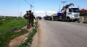 قوات الاحتلال تغلق المدخل الشرقي الرئيسي البلدة قصرة بالمكعبات الاسمنتية