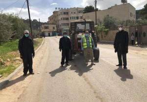 متابعة رئيس البلدية لاعمال جمع النفايات في بلدة قصرة